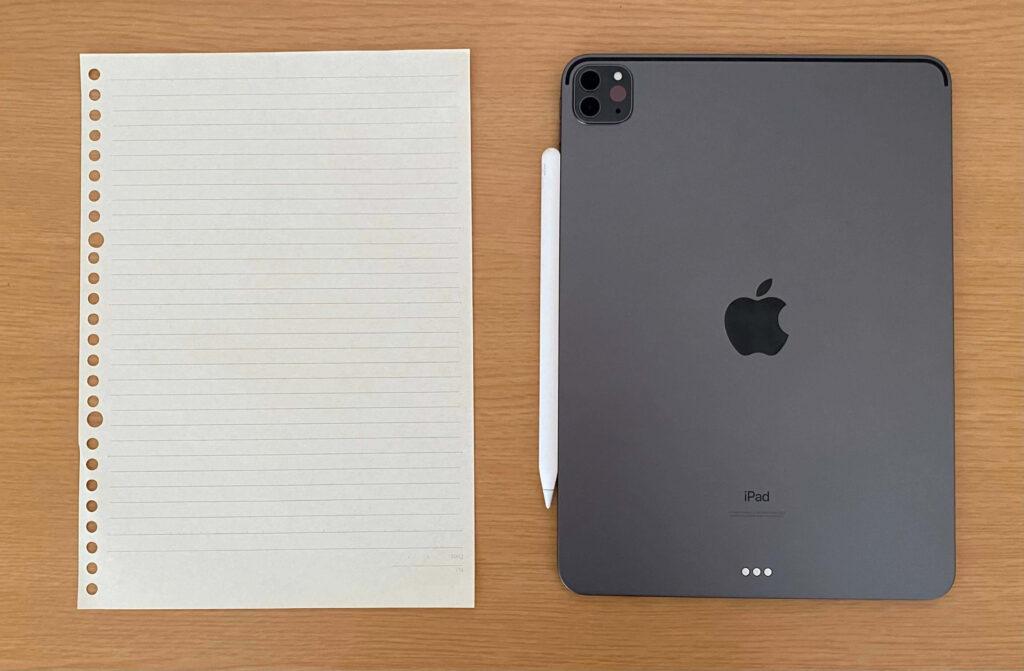 iPadとB5用紙の比較